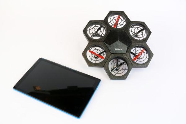 Droneparcours-Maakotheek-01-Maakbox-drone-met-tablet.JPG