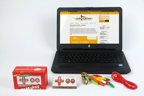 Maakbox-Makeymakey-Controller-1-Apparatuur-wt-Laptop-Kabels.png